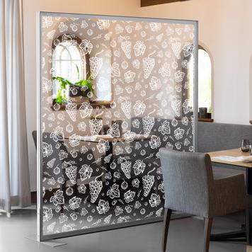 Skillevæg i glas inkl. hvidt tryk til aluminiumsramme